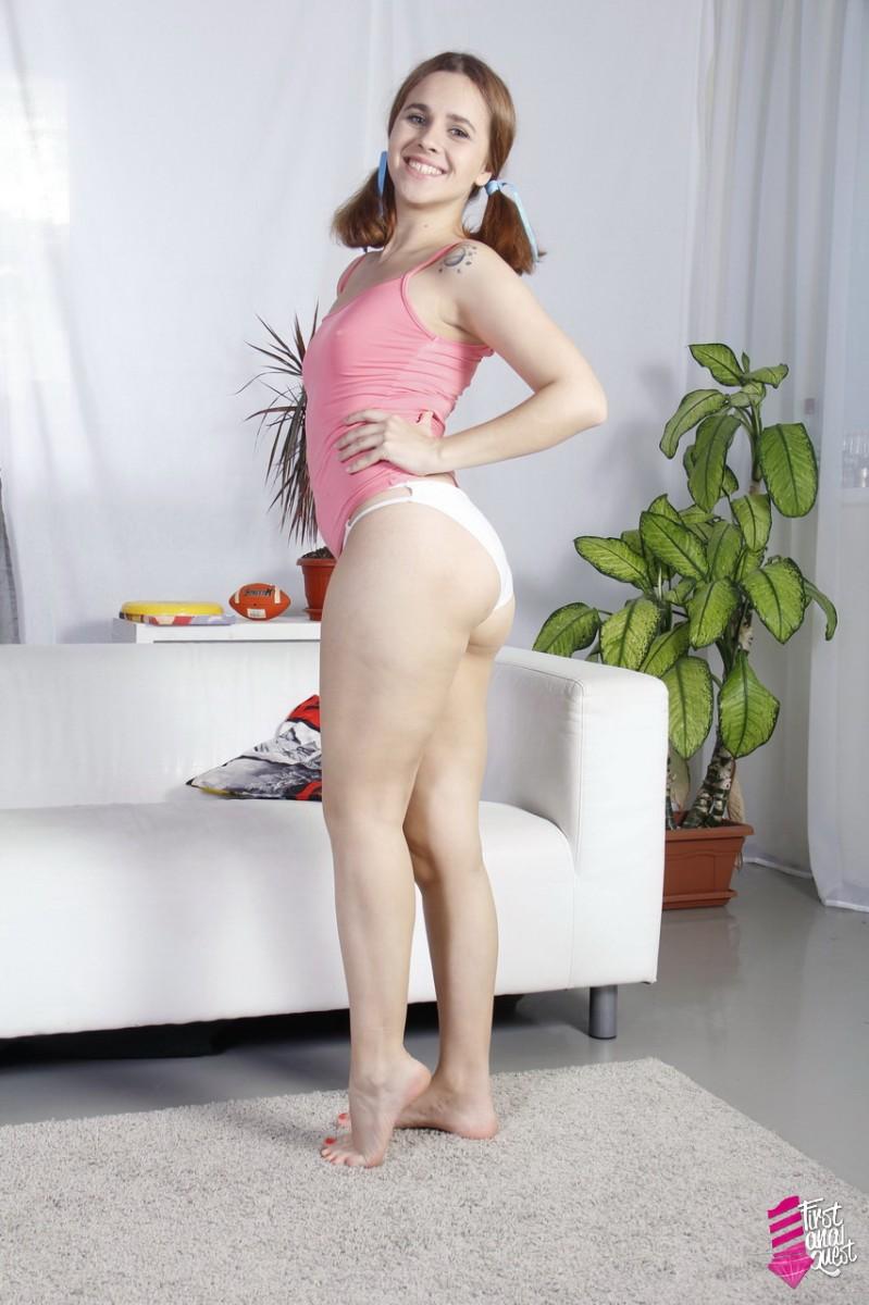 FirstAnalQuest – Teen Effie Gold gets cock in her juicy ass – Effie Gold